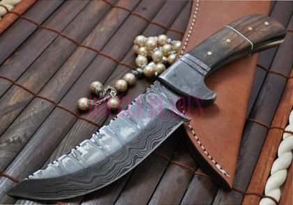 Hunting Knife Stunning Damascus Steel